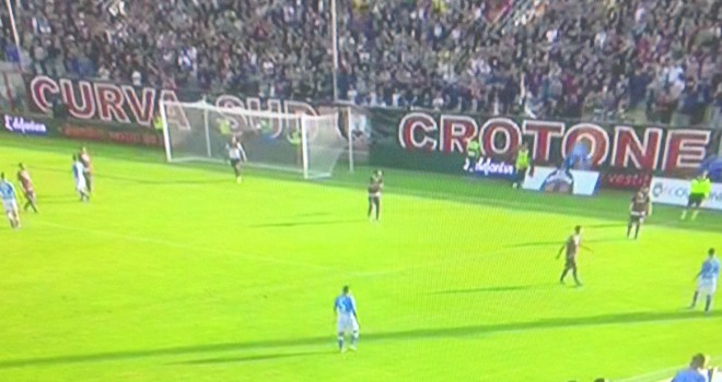 Crotone - Napoli 1-2, prestazione poco brillante ma efficace