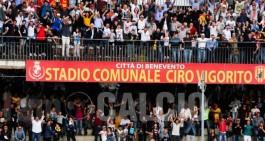Benevento-Bari: squadre in campo con le Benevento Girls