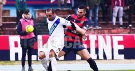 Il Matera s'arrende presto: l'andata va al Cosenza, 2-1 il finale