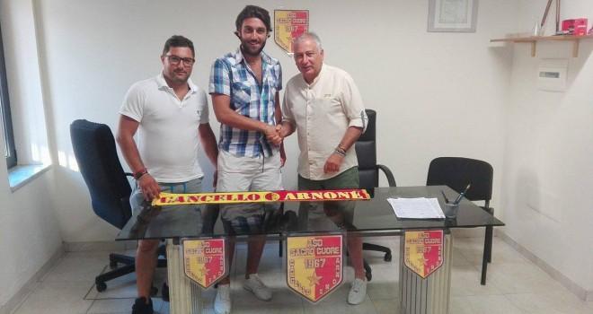 Lorenzo Gallo al momento della firma