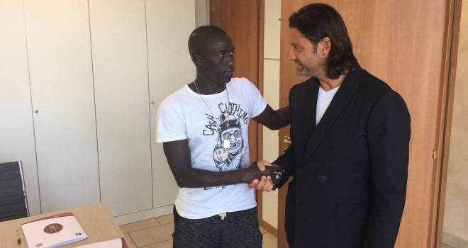 Il centrocampista Diop con Caiata