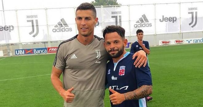 Cristiano Ronaldo e il capitano D'Iglio
