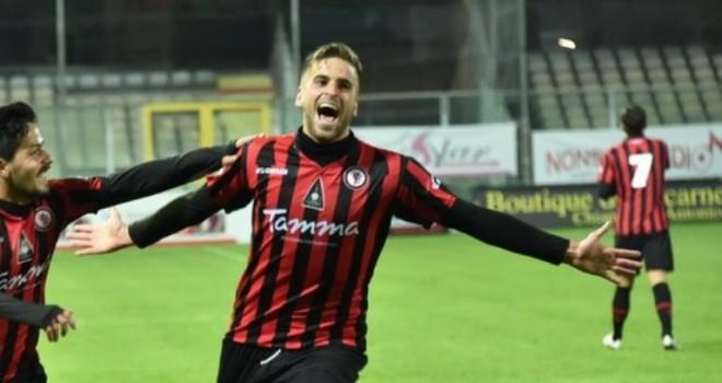L'attaccante Miguel Saint Maza