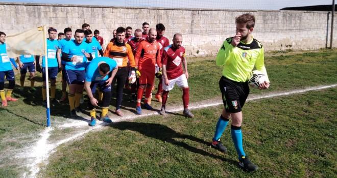 Le squadre all'ingresso in campo