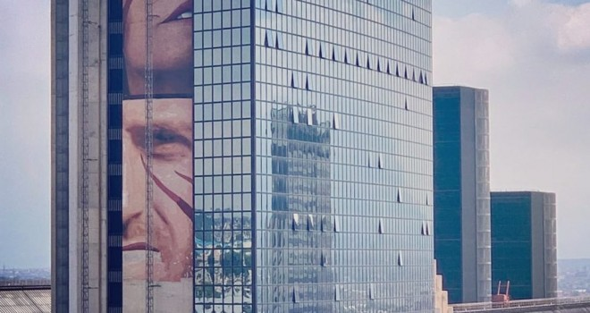 Il volto di Imbriani in un'opera di Jorit al Centro Direzionale