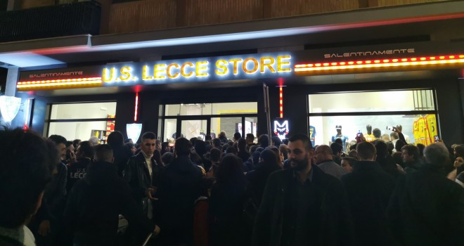 Lecce: folla al nuovo Lecce Store. Inaugurato ufficialmente