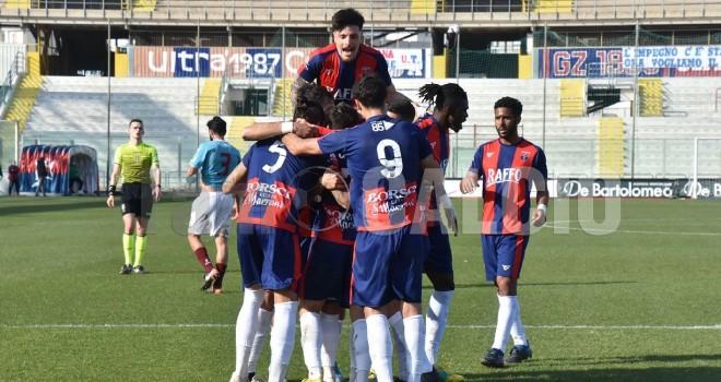 Taranto, esultanza di gruppo